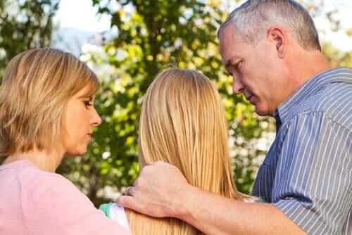 Anteeksi pyytäminen lapselta on tärkeää