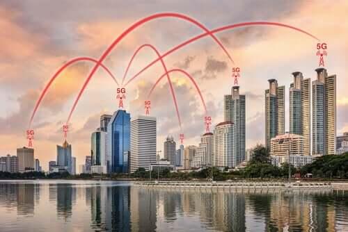 5G-verkko suurkaupungissa.