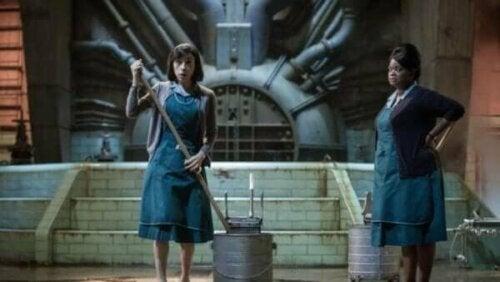 Elokuvan päähenkilöt mykkä Eliza ja afroamerikkalainen Zelda edustavat toisenlaisia sankareita