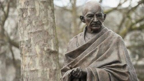 7 sosiaalista syntiä Gandhin mukaan