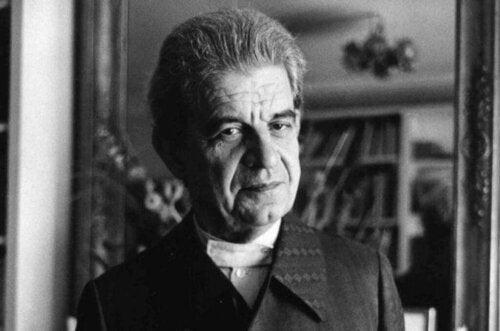 Jacques Lacan oli ranskalainen psykiatri ja psykoanalyytikko, joka esitteli aikanaan psykoanalyysiin innovatiivisia elementtejä, kuten teorian objet petit a