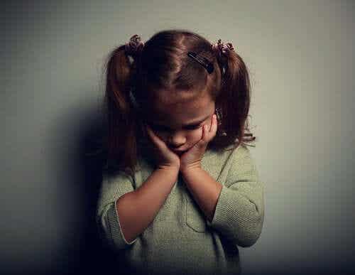 Lapsuudessa kärsitty väkivalta jättää jälkiä aivoihin