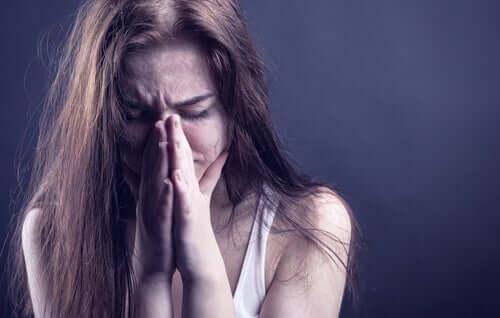 Lapsuudessa kärsitty väkivalta voi tutkimusten mukaan vaikuttaa myös muistiin, huomiokykyyn sekä niihin kykyihin, joiden kautta ihminen tuntee itsensä