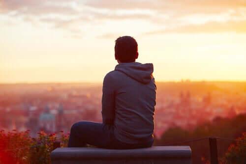 Elämän tarkoituksessa on kyse ensisijaisesta motivaatiosta, koska se antaa meille mahdollisuuden käsittää ja kokea elämän arvokkaana
