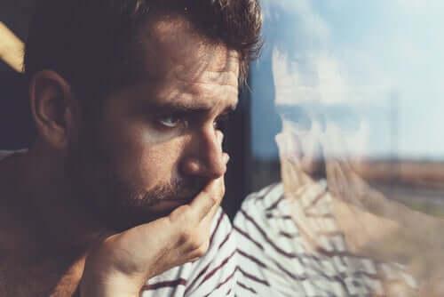 Kuinka suhtautua negatiivisiin ajatuksiin?