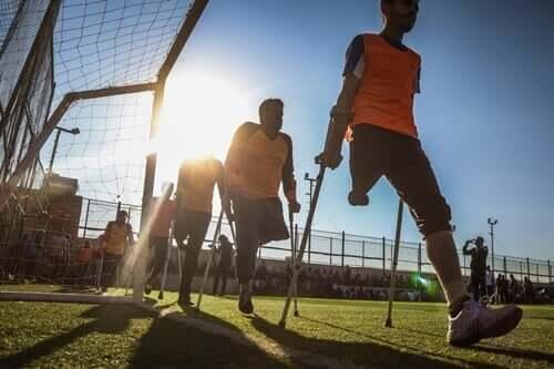 Vammaiset urheilemassa.