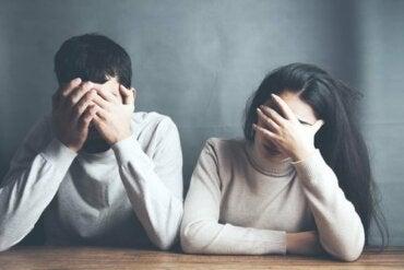 Tuhoisa käytös parisuhteessa ennakoi eroa