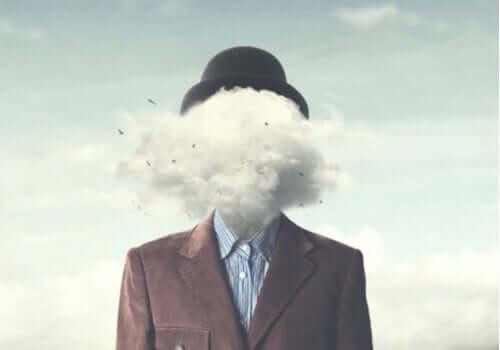 Sisäinen viestintämme oman itsemme kanssa määrää suurelta osin sen, mitä tunnemme ja ajattelemme