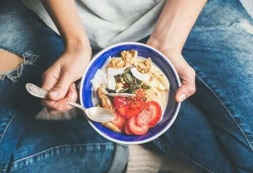 Tietoinen syöminen - ruoan kanssa ystävystyminen