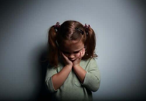 Lapsuuden masennus vaikuttaa aikuisuudessakin.