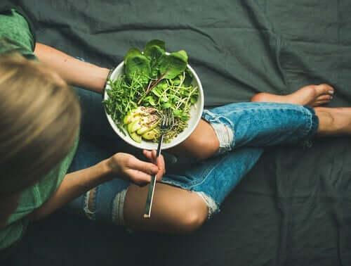 Tietoinen syöminen on tervettä.