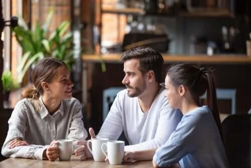 Kehittynyt kommunikaatio ihmisten välillä on johtanut monimutkaisiin ja kirjaviin viestintätapoihin, jotka vaihtelevat suuresti kontekstissaan