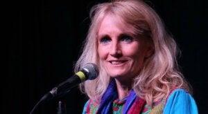 7 inspiroivaa lainausta Suzanne Powellilta viisaudesta ja rakkaudesta