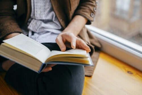 Tunneälykkyyttä voi kehittää lukemalla romaaneja