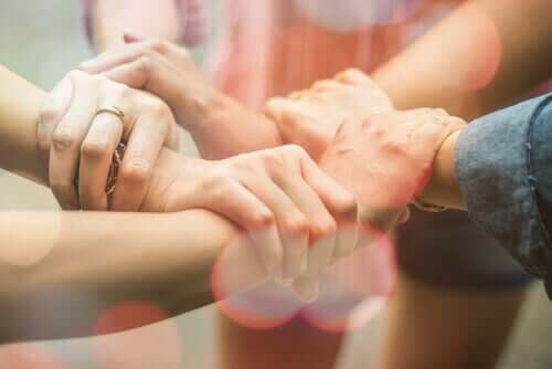 Luottamus merkitsee toivoa ja turvallisuuden tunnetta joko yhdessä tai useammassa ihmisessä, tilanteessa tai itsessämme