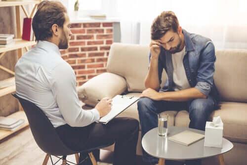 Prozacin laaja julkisuus on johtanut siihen, että kaikki potilaat eivät välttämättä harkitse muiden vaihtoehtoisten toimenpiteiden, kuten psykoterapian, mahdollisuutta