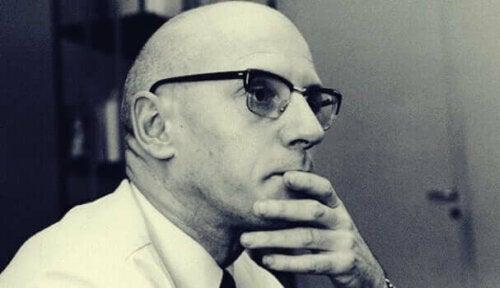 Michel Foucault oli yksi ensimmäisistä mielenterveysongelmien ja mielenterveyslaitosten kriitikoista