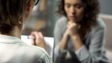 Miksi naiset opiskelevat enemmän psykologiaa? 12 neurotieteellistä syytä