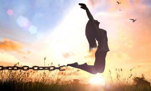 7 inspiroivaa lainausta: irti kahleista.