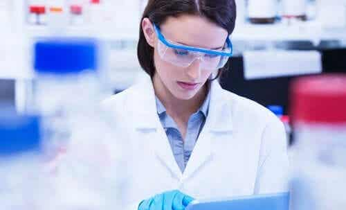 Naiset ja tytöt tieteenaloilla: tasa-arvoisen tulevaisuuden puolesta