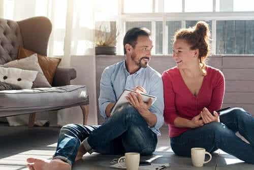 Huolehdi parisuhteestasi kotikaranteerin aikana