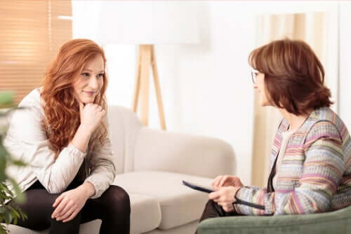 Neurotieteiden mukaan yksi naisterapeutin parhaimmista puolista on kyky tehdä useita eri asioita samanaikaisesti