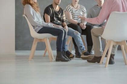 Psykososiaalinen kuntoutus auttaa potilaita integroitumaan jälleen yhteisöön