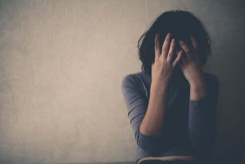 Tukahdettujen muistojen kohtaaminen on tärkeää, sillä ne voivat estettyinä alkaa vaikuttamaan ihmisen fyysiseen ja psyykkiseen hyvinvointiin
