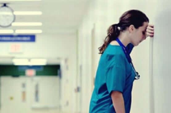 Terveydenhuollon työntekijät tarvitsevat psykologista apua pystyäkseen jatkamaan.