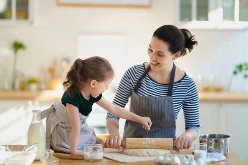 Vanhempien rooli karanteenin aikana on keksiä tekemistä lapsille
