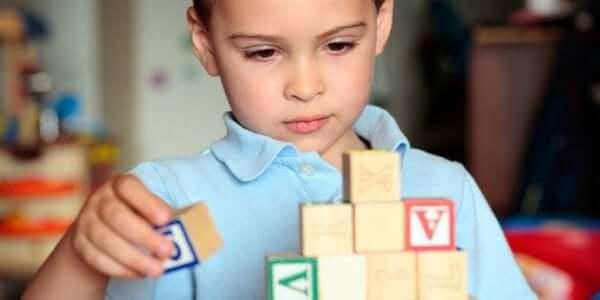 Autistilasten auttaminen on ensisijainen asia koronaviruskriisin aikana