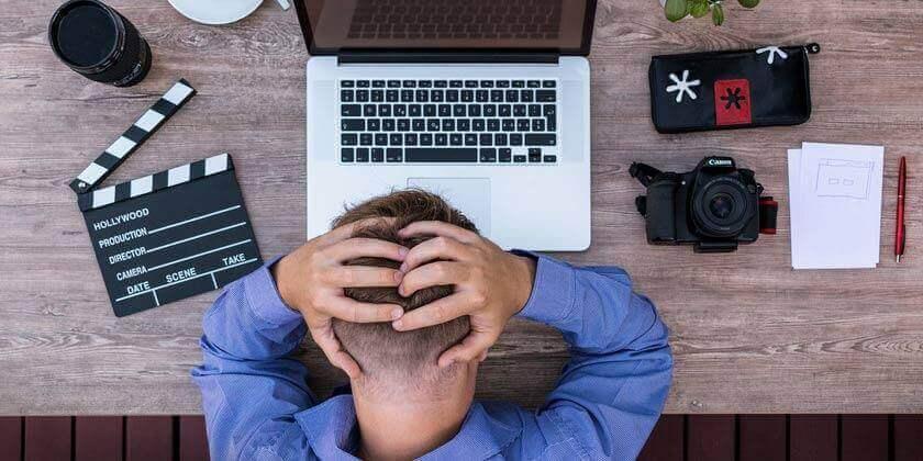 Työhuolet voivat aiheuttaa psykosomaattisia oireita.