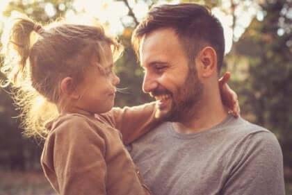 Isä tietää, miten kouluttaa ja kasvattaa lapsi parhaiten.