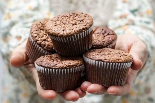 Kuukautisia edeltävän oireyhtymän aikana monet naiset tuntevat eritoten makeanhimon kasvavan, mikä puolestaan selittyy lisääntyneellä estrogeenillä ja vähentyneellä serotoniinilla