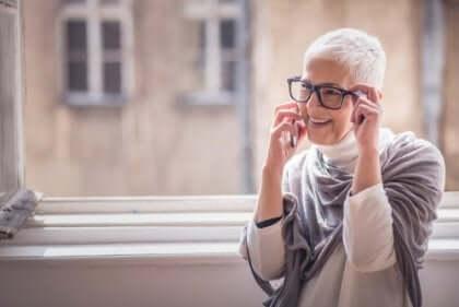 Epätoivo hälvenee iän myötä ja ihmisestä tulee positiivisempi.