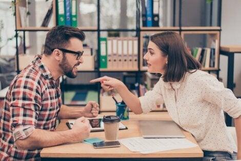 Työpaikan opportunistit osoittautuvat ongelmaksi silloin, kun annamme heille vallan vaikuttaa elämäämme