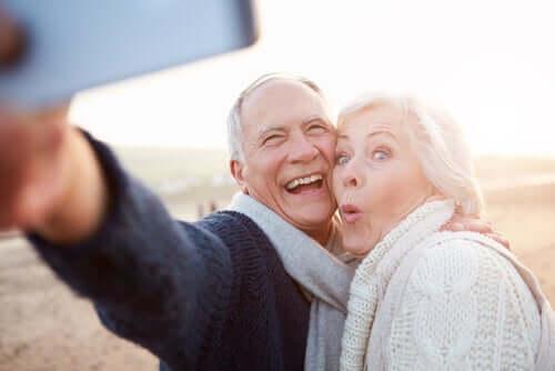 Vanhenemisen ja vanhaksi tulemisen ero