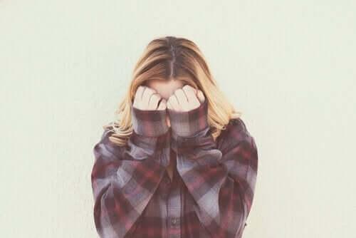 Häpeä on rajoittava tunne