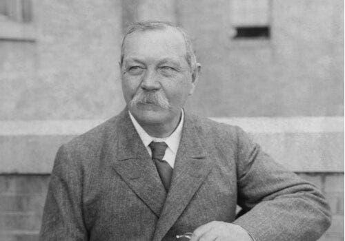 Arthur Conan Doyle ja viisi hänen parasta lainaustaan