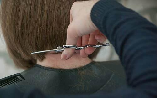 Tee se itse -hiustenleikkuu.