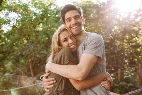 Oksitosiinin hyödyt: luottamus, anteliaisuus ja kiintymys