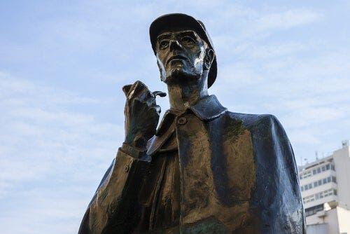 Sherlock Holmesin patsas.