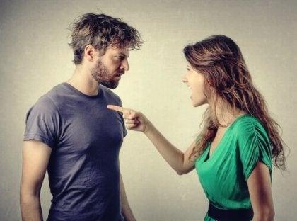 Syyllistävän manipuloinnin uhri: psykologisen väkivallan muoto