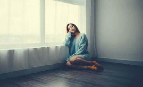 Pelko, suru ja turhautuneisuus ovat yleisimpiä tunteita karanteenin aikana