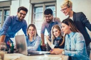Ryhmäkoheesio: yhtenäisyyden ja suoriutumisen välinen suhde