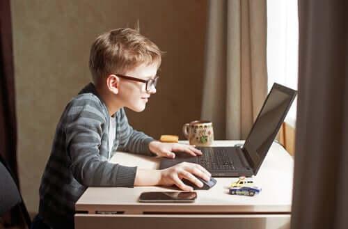 Digitalisaatio vaikuttaa lasten aivoihin sekä negatiivisella että positiivisella tavalla.