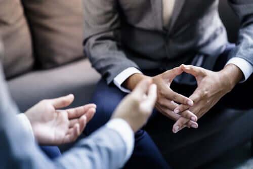 Narratiivinen sovittelu perustuu tapaan, jolla ihmiset rakentelevat ja kuvaavat ristiriitoja tai konflikteja, joihin he ovat kietoutuneet