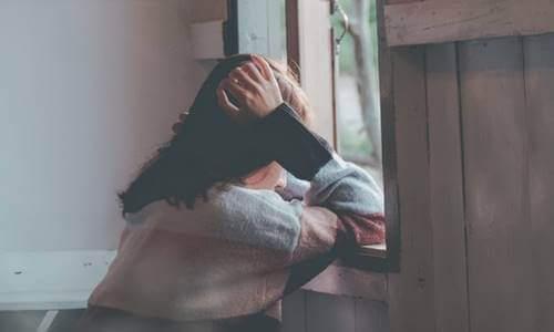 Henkistä taakkaa kantavat ihmiset ovat usein herkkiä.
