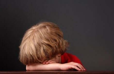 Psyykkinen hyvinvointi kasvatuskäytännöissä opettaa lapsille tunteidenhallintaa