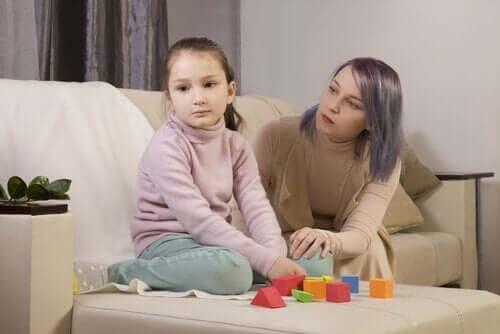 Autististen lasten vanhemmat voivat opetella ymmärtämään lastensa käytöstä räätälöidyissä työpajoissa.